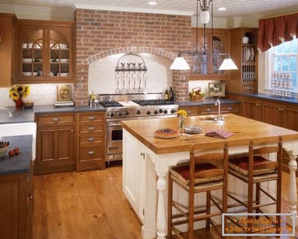 Rustic country kitchen with téglafal